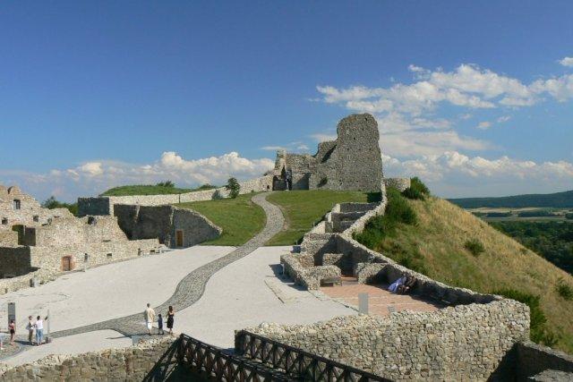Замъкът Девин
