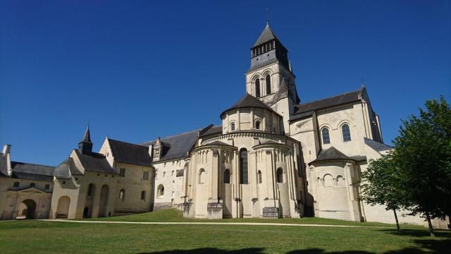 Кралското абатство Фонтевро