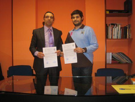 Foto de firma creación del club del del emprendedor Oscar Castro (citipa) y Angel Retamar (coiipa)
