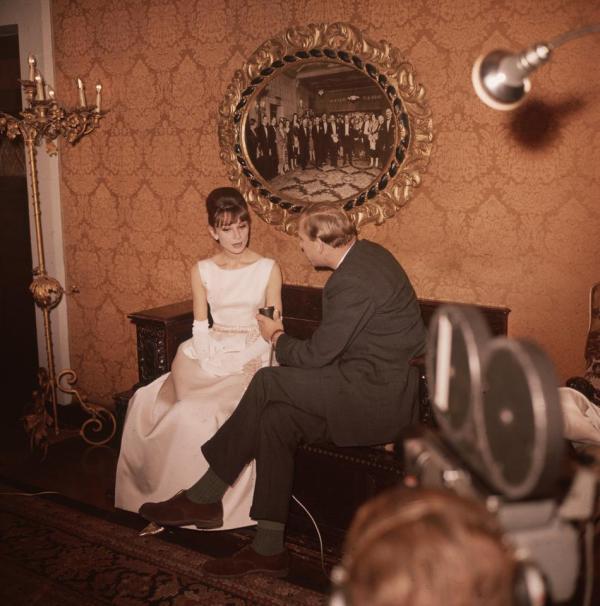 "fullscreen ""Cameramen filming an interview with actress Audrey Hepburn at the Plaza Hotel. October 1961.""(Getty)"