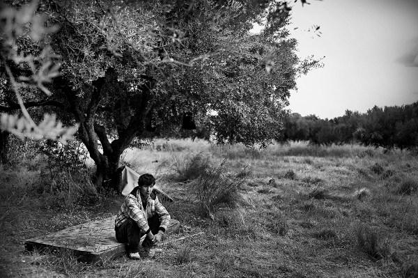 a boy in Patrasso ©Simone Perolari
