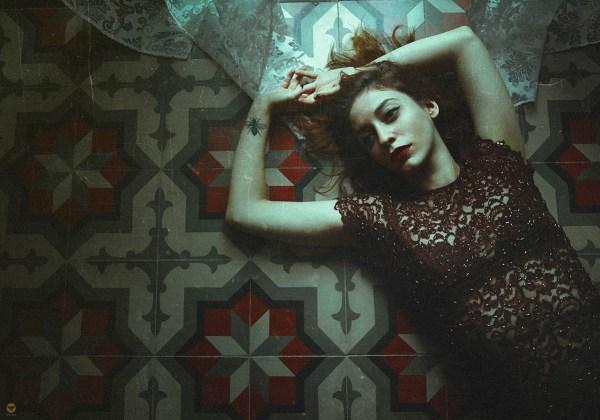 on the floor © Lidia Vives