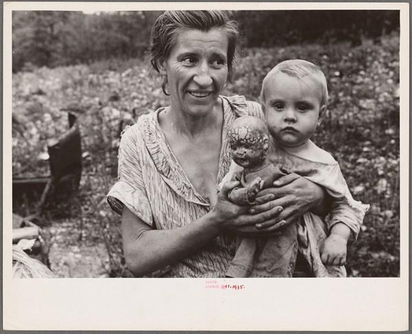 Ben Shahn - Wife and child of sharecropper, Arkansas – 1935 http://digitalcollections.nypl.org/items/a5235c90-da45-0132-4101-58d385a7b928