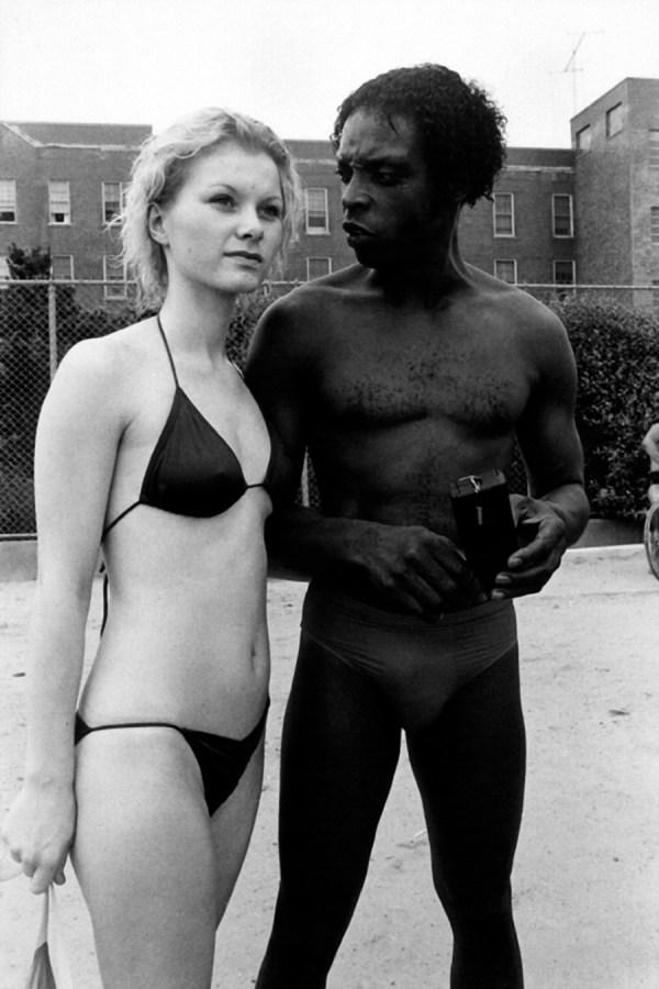 argument-on-riis-beach-ny-1985 ©Arlene Gottfried
