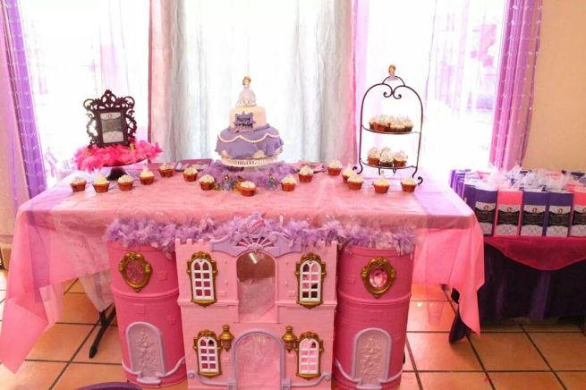Sofia the First Cake Table