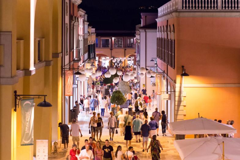 La Notte Bianca Dei Saldi 4 Luglio Città Santangelo Village