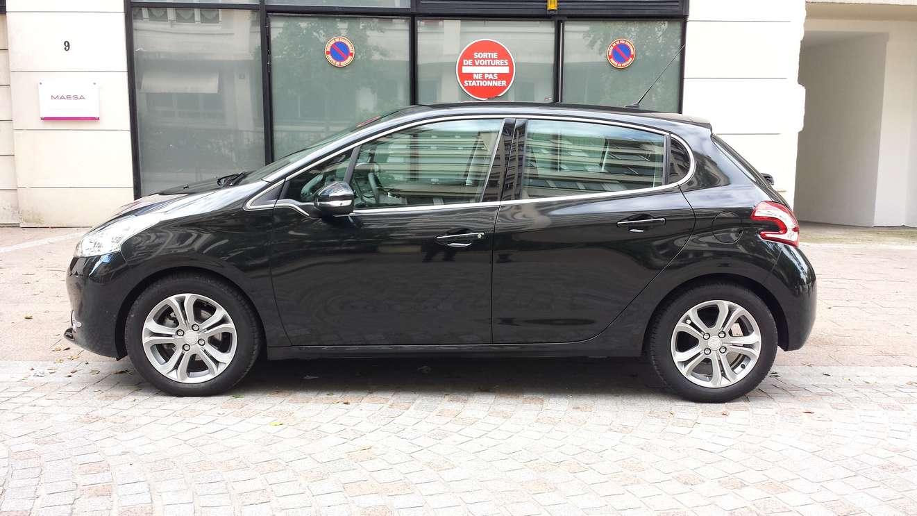 Peugeot 208 Allure Hdi Noir Voiture En Leasing Pas Cher