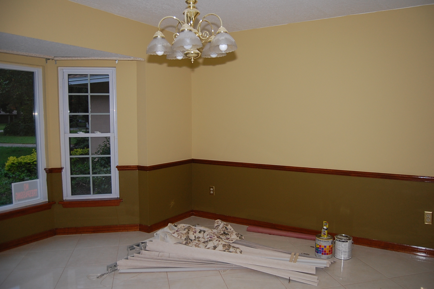 Crown molding style for 8 foot ceiling? (paint, color