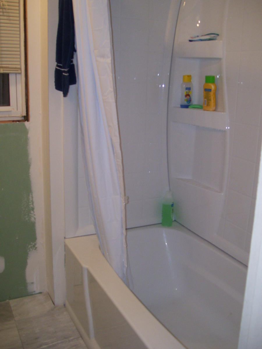 What color should I paint my bathroom mirror tile