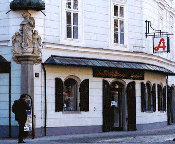HEUTE. Die Schutzengel Apotheke findet man im Herzen von Linz – gegenüber dem Landhaus in der Herrenstraße.