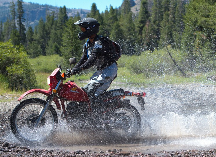 Mysterious rock star rider shows how to get it done on an ancient XL350.