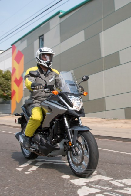 Bay Area moto-commuter style: Aerostich R3 Light, ADV helmet (Arai XD-4), Helimot gloves. Photo: Angelica Rubalcaba.