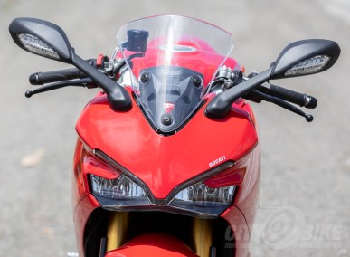 Ducati SuperSport S adjustable windscreen in down position.