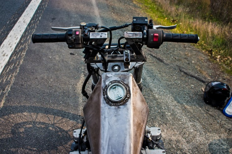 Square steel handlebars on top of a KLR front end. Photo: Graf Holzfeuer.