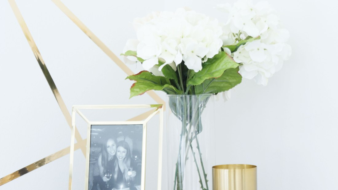 Yes, you CAN keep faux flowers in your home! Here are the reasons. #rentalapartmentdecorating #rentalkitchenmakeover  #rentalhomedecoratingdiy #smallapartmentdecorating #smallapartmentideas #budgetfriendlydecoratingideas