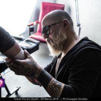 """L'arte nei tatuaggi. Il reggino Vincent Mangeruca apre il suo studio: """"Amo la mia città"""""""