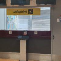 Infopoint Aeroporto dello Stretto, serrande abbassate e tutti assenti