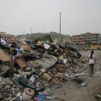 Vivere in una discarica: accade a 8 famiglie di Melito Porto Salvo - FOTO