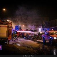 Emergenza rifiuti: una notte tra le fiamme