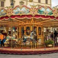Tra fiaba e realtà, arriva a Reggio la tradizionale giostra a cavalli. Montenero: 'E' una bomboniera'