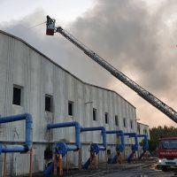Incendio Siderno, ancora in corso le operazioni di spegnimento - FOTO
