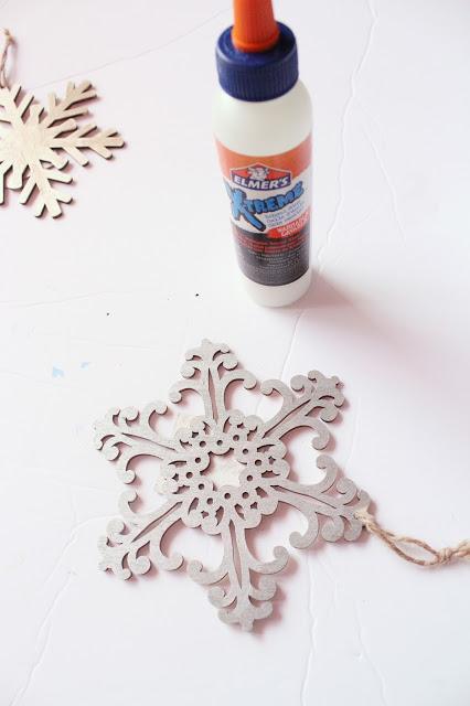 Elmers Xtreme Glue - How to Make A Fun Pom Pom Snowman