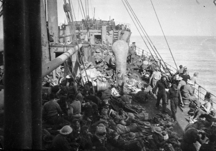 ww2_soldiers_on_the_ship_thurland_castle_after_the_evacuation_of_greece._april_1941._da07137g