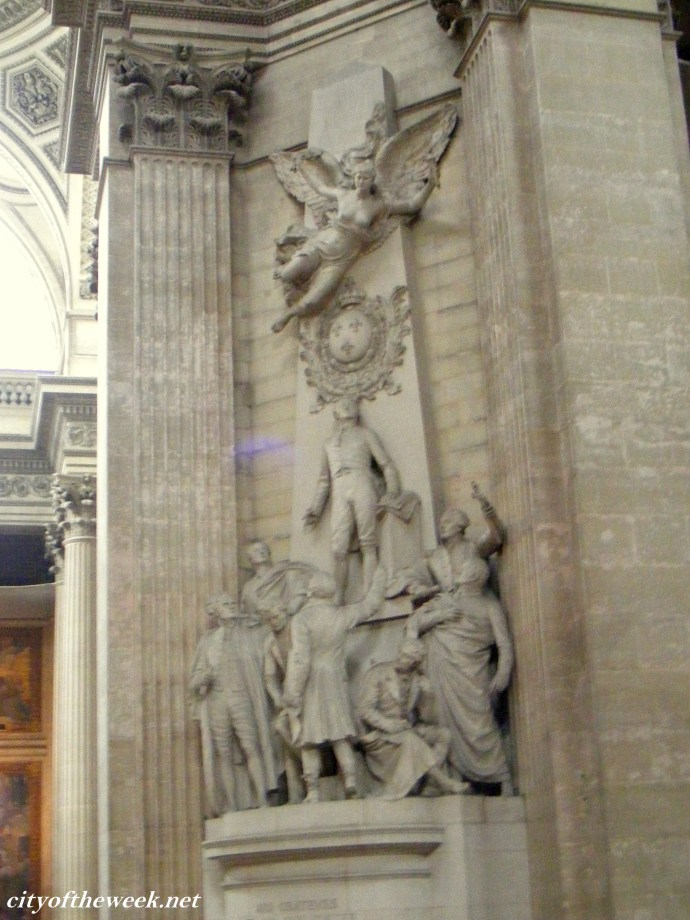 heroic statues in the Pantheon