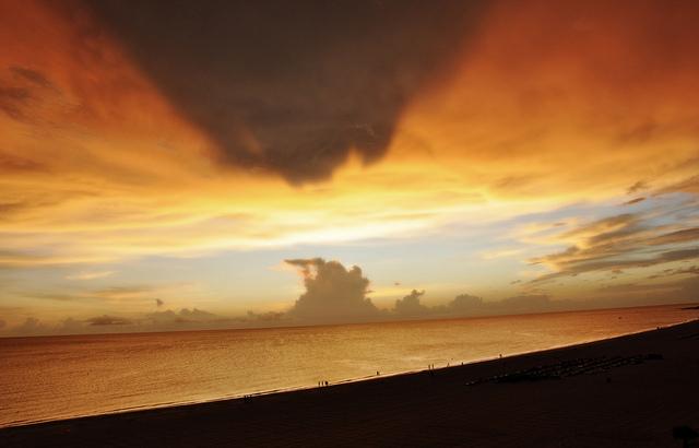 St Pete Beach sky - image via Flickr by iamRania