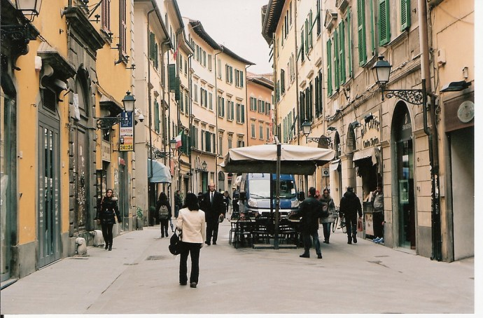 Oltrarno District, Florence - image via Flickr by murray muraskin
