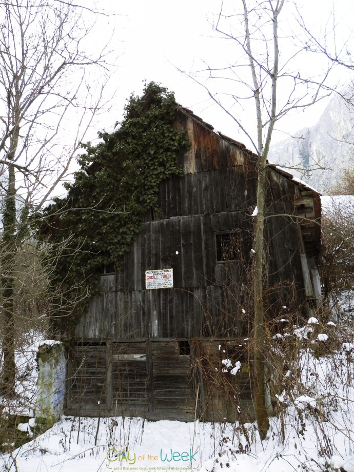 shed at the entrance of Turda Gorge