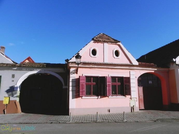 Colorful houses on Johannes Honterus Street, Medias