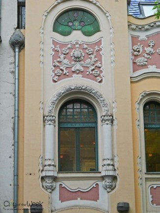 windows-of-novi-sad-serbia (10)