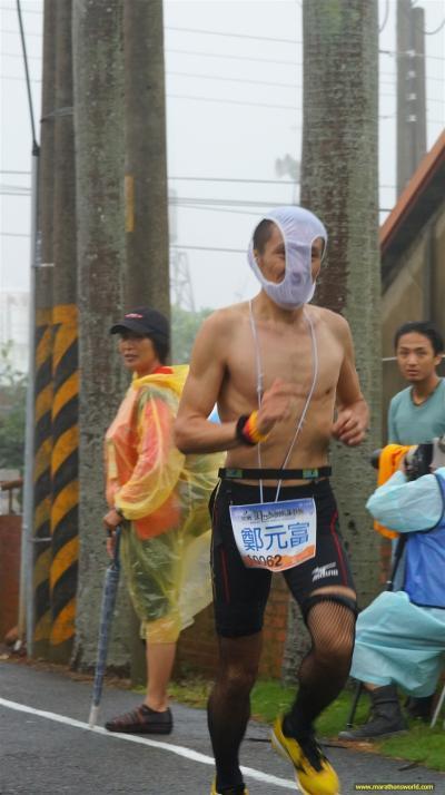 瘋狂假面現身八卦山?男臉罩內褲跑馬拉松 - 電影心得情報版 ::::Citytalk城市通