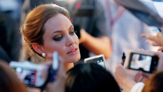 Анджелина Джоли поведала опроблемах вотношениях сБрэдом Питтом