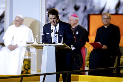 Марк Уолберг принес извинения Папе Римскому