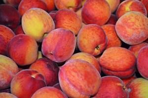 Персиковое масло - свойства и применение в медицинской практике и косметологии