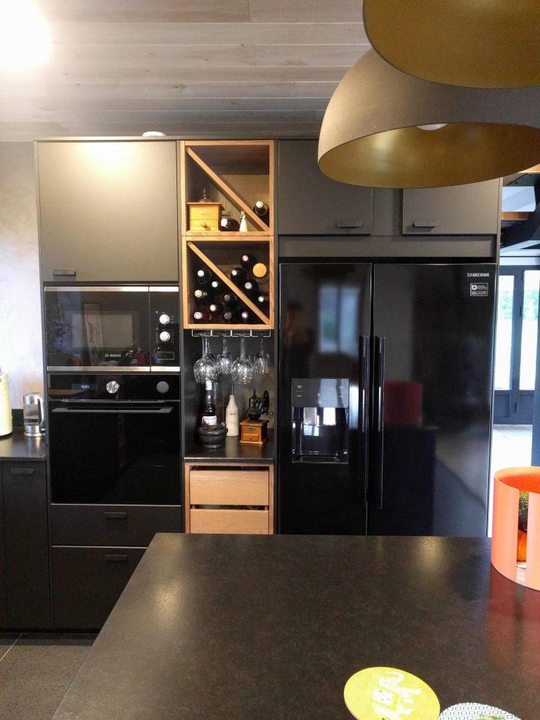 cuisine noire et bois suspensions dorée agence CITYZEN.D