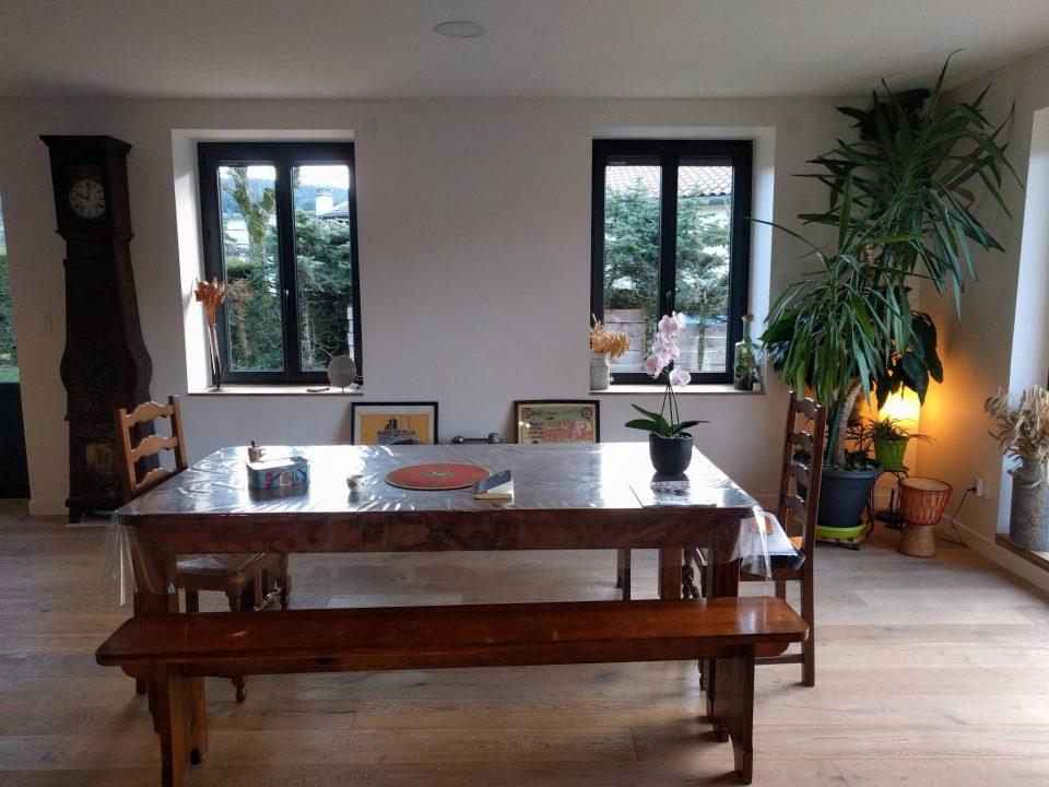 salle à manger maison de campagne renovée table en bois agence cityzend