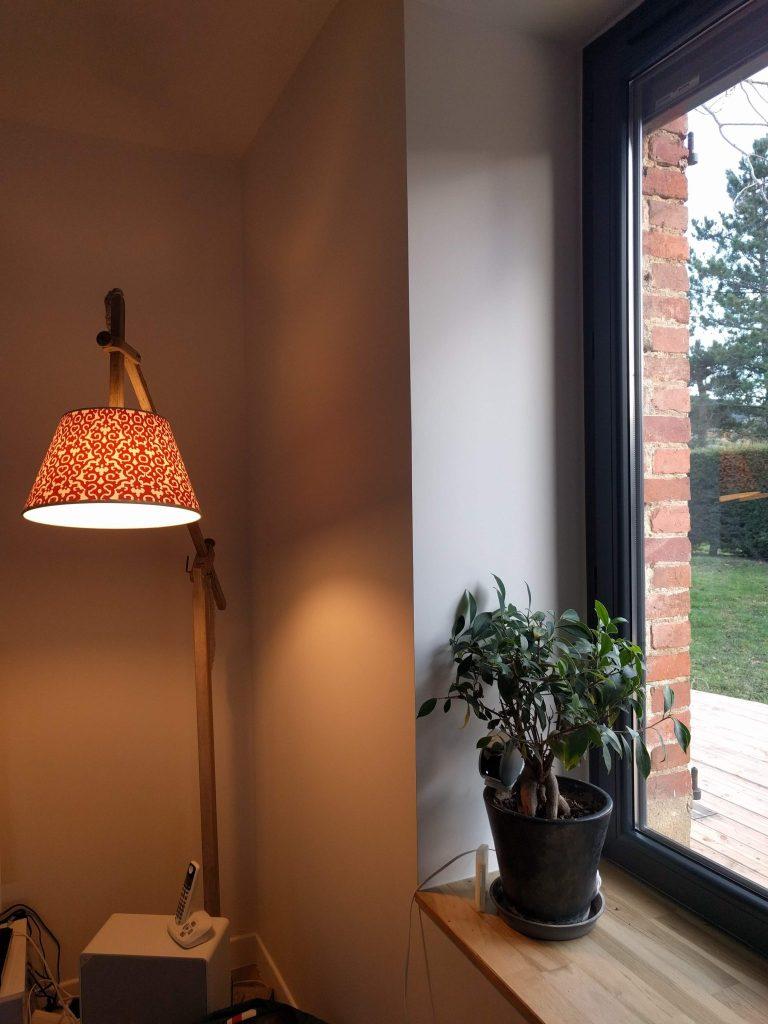 détail lampe liseuse salon motifs rénovation maison de campagne agence cityzend