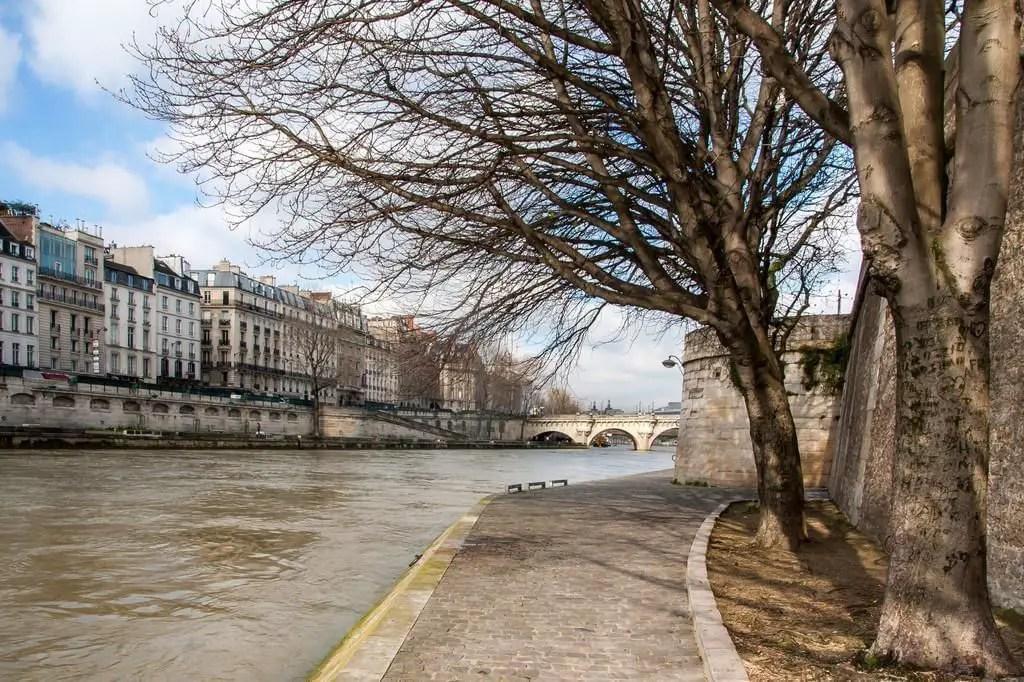 Balade sur les quais de Seine le dimanche  Paris  Cityzeumcom