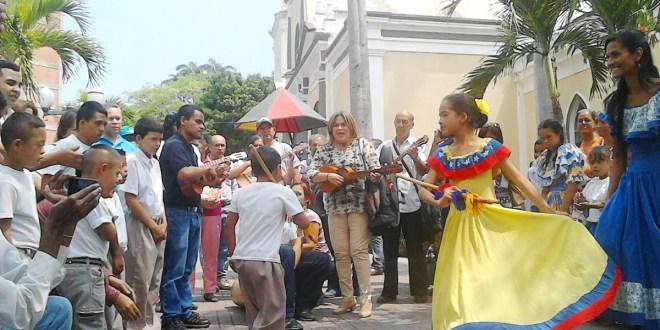 EN BARQUISIMETO:  Celebraron con recital Día Mundial de la Poesía