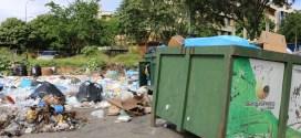 Descomunal montón de basura en el Hospital Central Antonio María Pineda