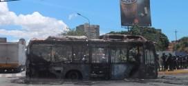 Encapuchados de El Cardenalito queman unidad de transporte público