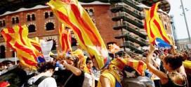 Miles de estudiantes marchan por referendo catalán en Barcelona