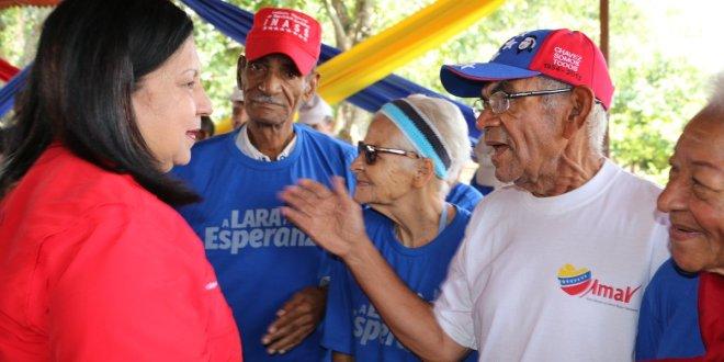 En el manzano los abuelos recibieron a la candidata a la gobernación de Lara AJ Carmen Meléndez