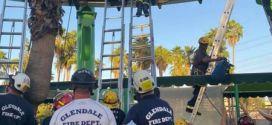 22 personas quedan atrapadas en una montaña rusa a 6 metros del suelo por un fallo mecánico (+FOTOS)