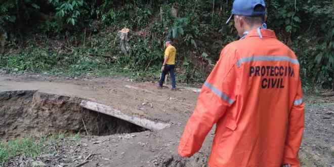Gobierno Bolivariano de Lara está atendiendo vialidad agrícola afectada por las lluvias en Crespo