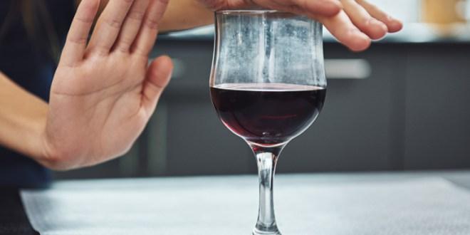 ¿Se puede beber alcohol tras vacunarse contra el covid-19?