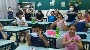 ENTRE GRITOS Y RISAS / Niños en Israel celebraron no usar más la mascarilla (+VÍDEO)